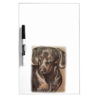 Dibujo del perro del Dachshund de Brown del Pizarra Blanca