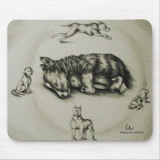 Dibujo del perro que duerme con el juguete en el tapete de ratones