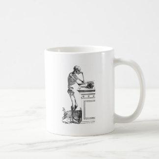 Dibujo del vintage de un esqueleto derecho tazas de café