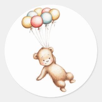 Dibujo del vuelo del oso de peluche con los globos pegatina redonda