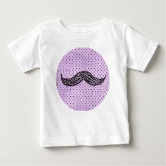Dibujo   divertido del bigote con los lunares playera