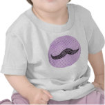 Dibujo   divertido del bigote con los lunares púrp camisetas
