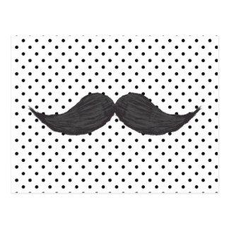Dibujo divertido del bigote y lunares negros postales