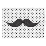 Dibujo divertido del bigote y lunares negros tarjetas