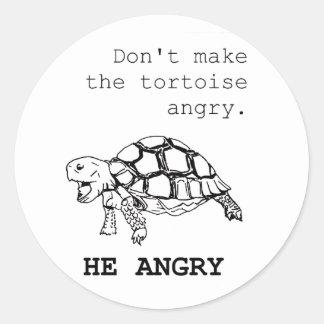 Dibujo enojado de la tortuga pegatina redonda