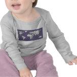 Dibujo gris de la tierra de la lila camiseta