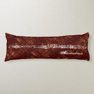 Dibujo lineal de la flauta en el rojo oxidado, almohada larga