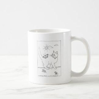 Dibujo lineal del gatito y de la mariposa taza de café