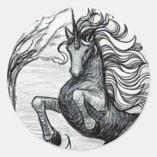 Dibujo negro y blanco del unicornio negro de los pegatinas redondas