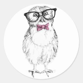 Dibujo pequeño y elegante del Owlet   Nerdy de la Pegatina Redonda