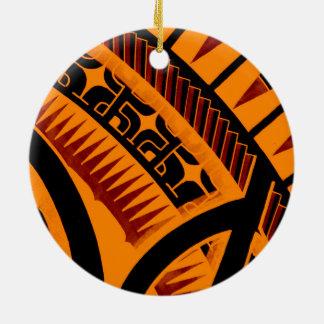 Dibujo polinesio maorí tribal colorido del tatuaje adorno redondo de cerámica