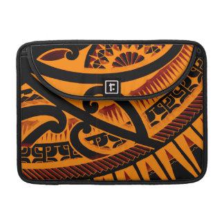 Dibujo polinesio maorí tribal colorido del tatuaje funda para macbooks
