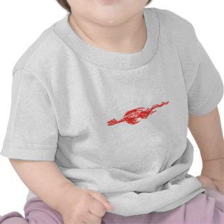 Dibujo rojo del garabato del dragón camisetas
