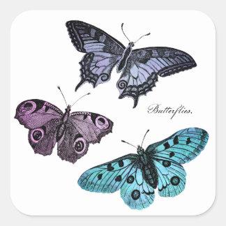 Dibujo rosado púrpura azul de la mariposa del pegatina cuadrada