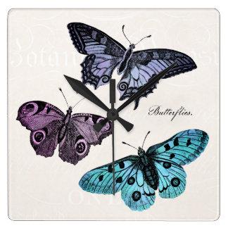 Dibujo rosado púrpura azul de la mariposa del reloj cuadrado