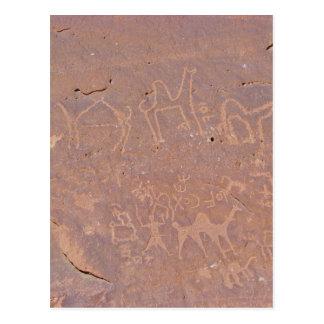 Dibujos tallados prehistóricos en el desierto tarjetas postales