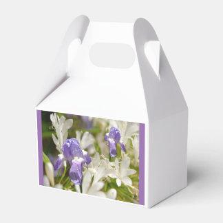 Dicha blanca púrpura caja para regalos de fiestas