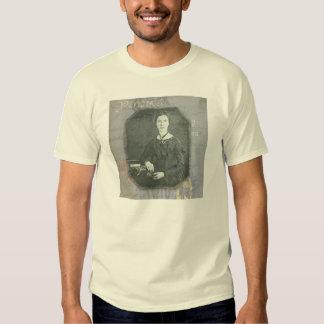 Dickinson remezcló a los hombres remeras