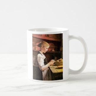 Die kleine Kartoffelschälerin Girl Peeling Potatos Coffee Mug