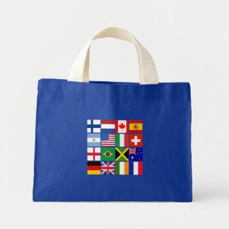 Dieciséis banderas de muchas camisetas de las naci bolsas de mano
