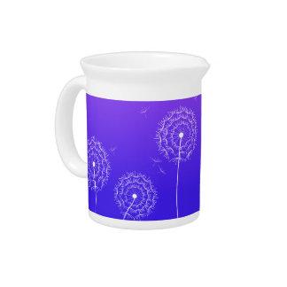 Diente de león púrpura en primavera jarras