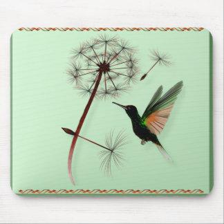 Diente de león y pequeño colibrí verde Mousepad