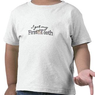 Diente del bebé del chica primer camiseta