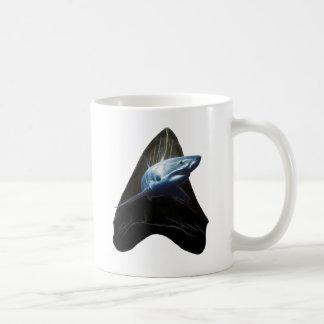 Diente del tiburón taza básica blanca