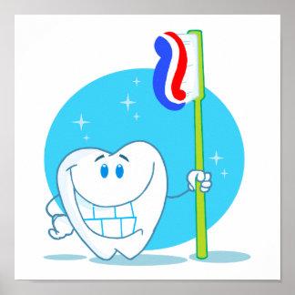 Diente sonriente feliz con el cepillo de dientes póster