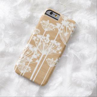 Dientes de león blancos en el falso caso de madera funda de iPhone 6 barely there