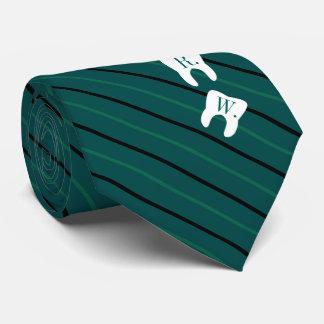 Dientes inicializados odontología verde rayada corbata