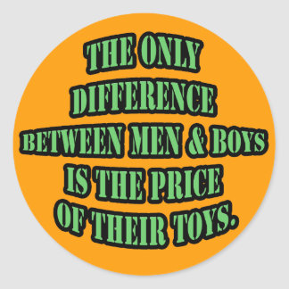 Diferencia entre los hombres y los muchachos pegatina redonda