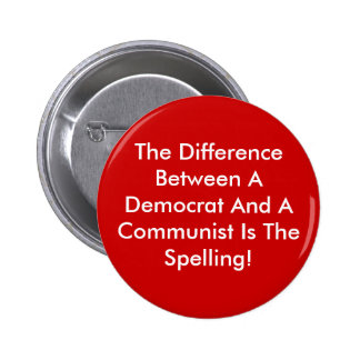 Diferencia entre un Demócrata y un comunista Pin Redondo De 2 Pulgadas