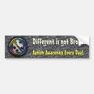 Diferente no es la plantilla quebrada del lema etiqueta de parachoque