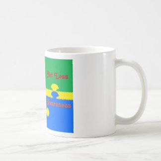 Diferente no menos pedazos del rompecabezas de la taza de café