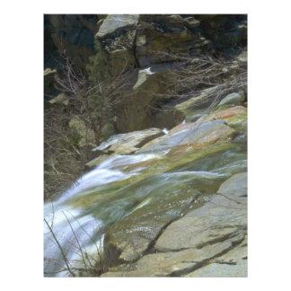 """Difícilmente y rocas erosionadas folleto 8.5"""" x 11"""""""