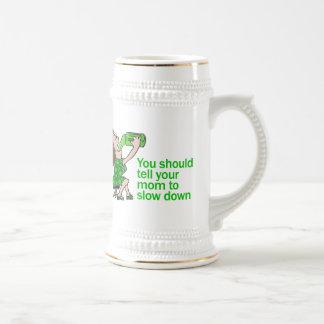 Diga a su mamá retrasar taza de café
