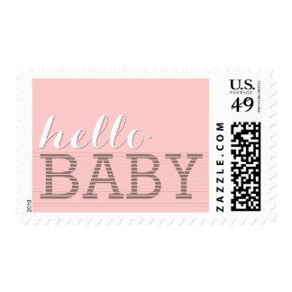 Diga hola el nacimiento de la niña y riegue el sellos postales