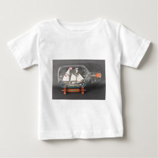 Digging ship Topsegelschoner of 4 litres of bottle Baby T-Shirt