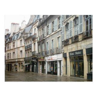 Dijon, calle lluviosa de las compras postal