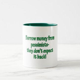 Dinero del préstamo de pesimistas taza de café