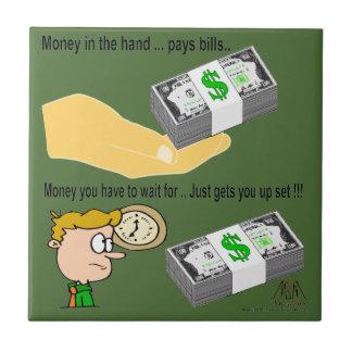Dinero en la mano azulejo cuadrado pequeño