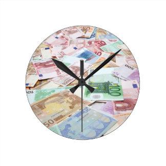 Dinero & riqueza reloj redondo mediano