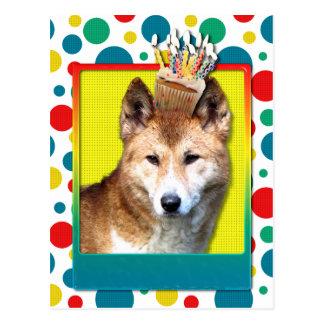 Dingo de la magdalena del cumpleaños postal