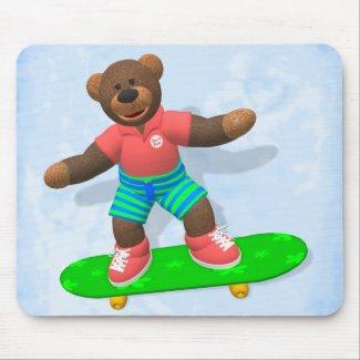 Dinky Bear auf Skateboard