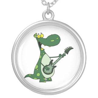 Dino verde que sostiene la guitarra gráfica colgante redondo