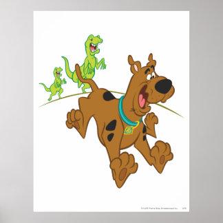 Dinosaurio Chasing2 de Scooby Doo Póster