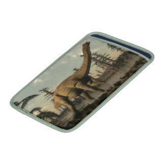 Dinosaurio de Uberabatitan en el lago Fundas Macbook Air