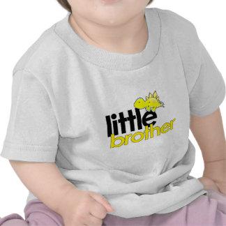 dinosaurio del pequeño hermano nuevo camisetas