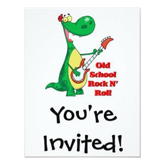 """dinosaurio del rollo de la roca n de la escuela invitación 4.25"""" x 5.5"""""""